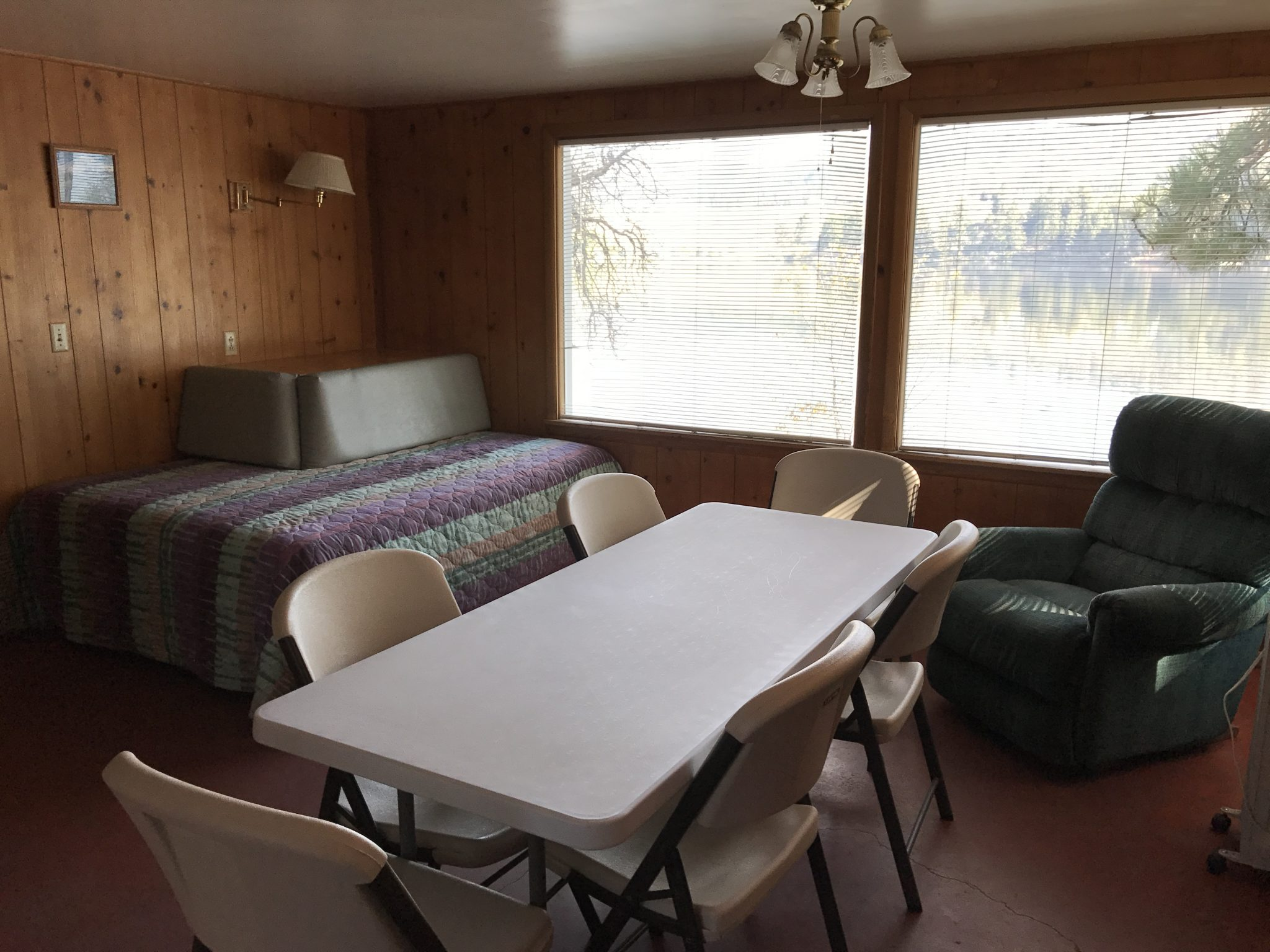 Two Bedroom with Fireplace Cabin at TIffanys Resort Curlew Lake